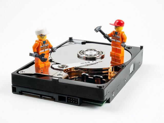 William Warby, Hard Drive Repair, https://flic.kr/p/iNmvEe