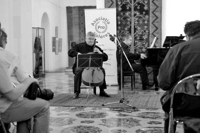 Violoncelistul Dan Cavassi - (000a) - (7)-mic