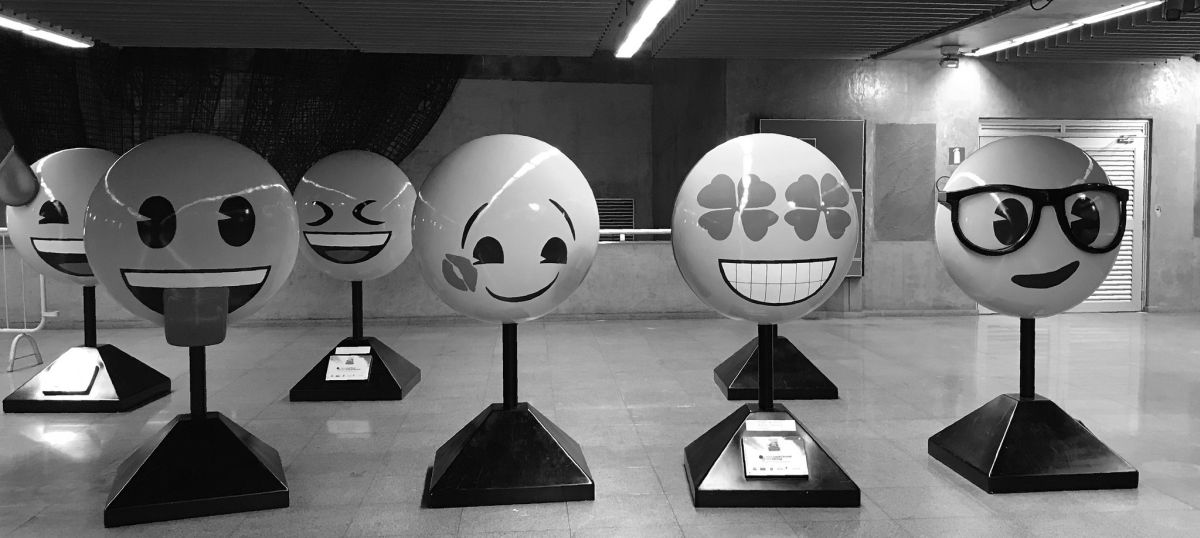 Elias Rovielo - Emoji esculptures, República Subway Station, São Paulo, Brazil